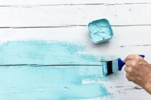 ホームセンターの塗料とプロが使う塗料の違いはなに?性能が悪いの?