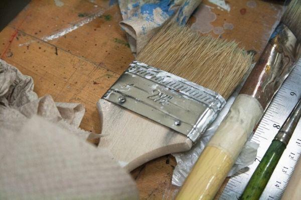 水性の木材塗料は少し「コシ」のある刷毛がおすすめ