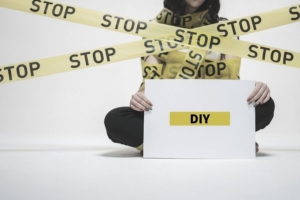 DIYでコンクリート床を塗装するのは危険【解決策を提案】